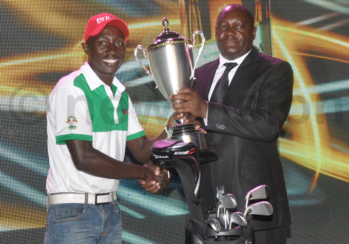 unner up uhumuza  receives his trophy from  president ohnson molo hoto by ichael subuga