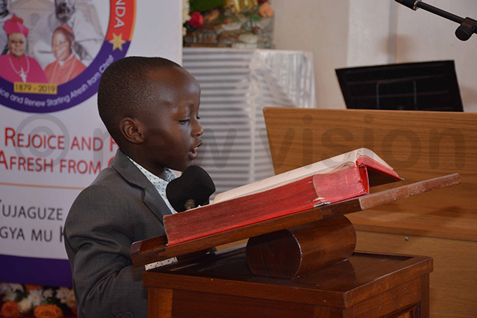 ugene aul egawa taking a reading during one of the services hoto by imothy urungi