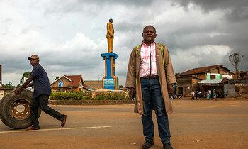 Congo sculptor 350x210