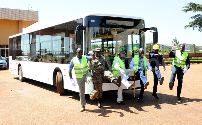 iira otors nveiling the first electric bus at uweero ndustries imited on ovember 16 2019