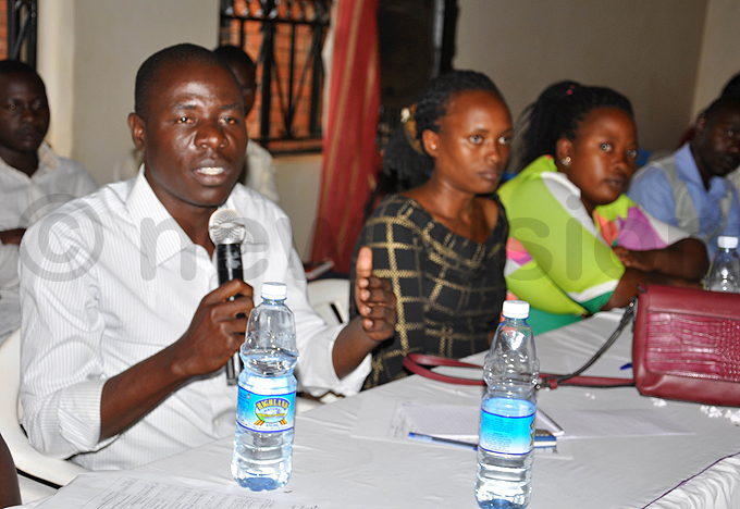 asindi youth councillor ilbert ibasima addresses participants during the community dialogue hoto by rancis morut