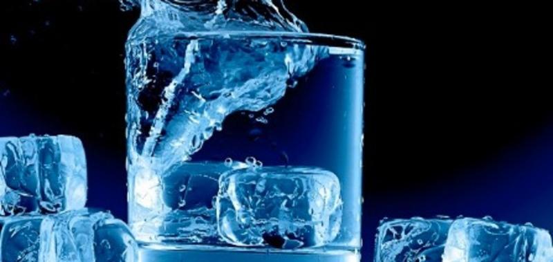 गर्मी के मौसम में भी न पिएं फ्रिज का खूब ठंडा पानी, हो सकते हैं ये 7 नुकसान