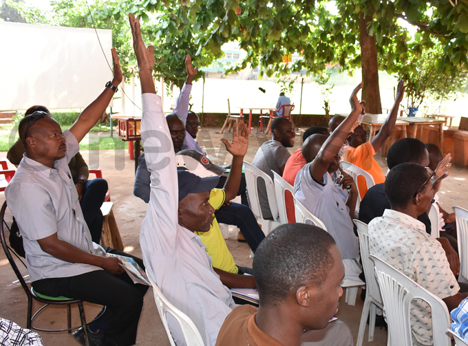 embers raise hands to in support of a motion to give the financial committee two months to go through the federation books hoto by ohnson ere