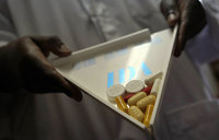 'Mini pill box' releases weekly dose of HIV drugs