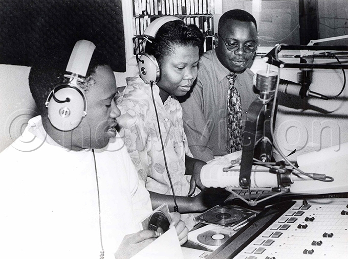 apital adio presenters lex dawula left and hristine awadri announcing winners of a joint promo with then ew ision legal officer obert abushenga in 1998
