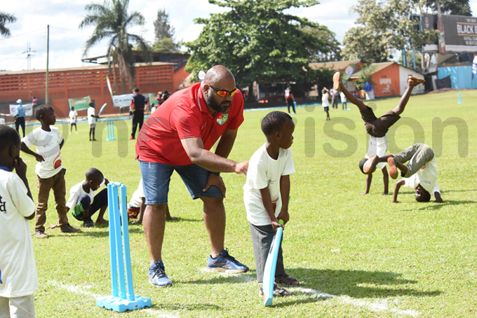 ingapore cricket development manager rjun enon taking the youngsters through cricket basics hoto by palanyi sentongo