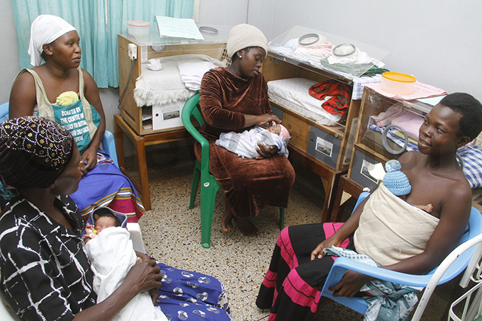 others during a kangaroo care session in the special care unit at inja egional eferral ospital hoto by loria akajubi