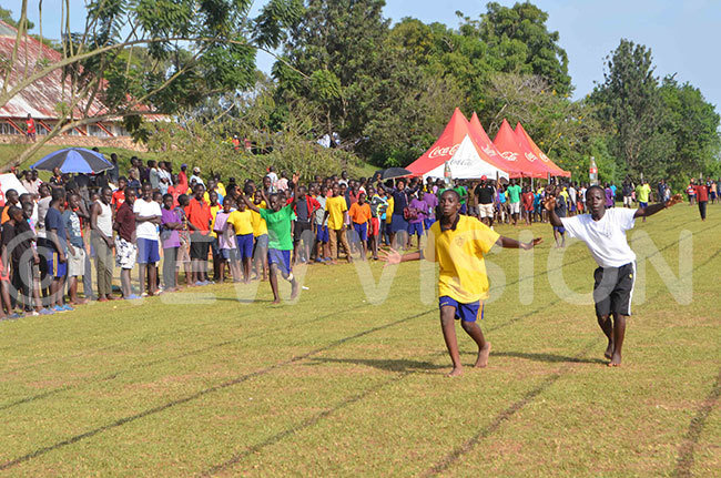 amilyango ollege students in a bottleracing competition during the schools sports gala