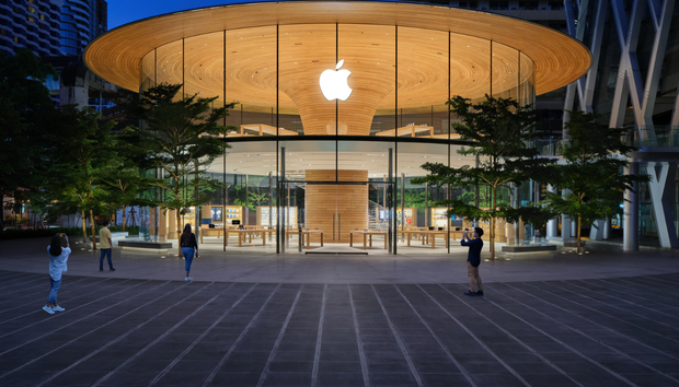 Apple shrugs off Covid-19 with record quarter boosted by sales of basically everything