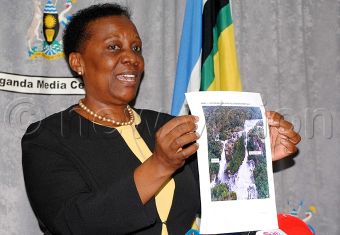 uloni displaying a picture of huru alls while explaining the recent interest in constructing a hydropower dam at the site hoto by ary ansiime
