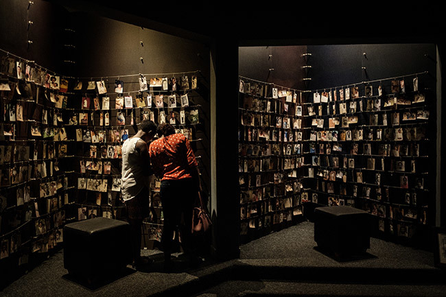 photo taken on pril 29 2018 shows a visitors looking at victims portraits at the igali enocide emorial in igali wanda  n pril 7 2019 wanda will commemorate the 25th anniversary of the 1994 genocide hoto by asuyoshi
