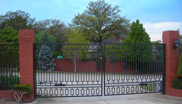 gatedcommunityopensourceclosedlockin100739753orig