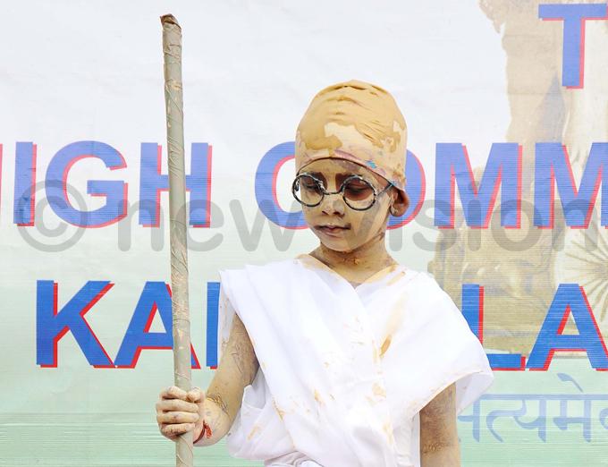 nay rabhu 5 from elhi ublic chool acted as ahatma handi the preeminent leader of the ndian independence movement in ritishruled ndia hoto by enis ibele