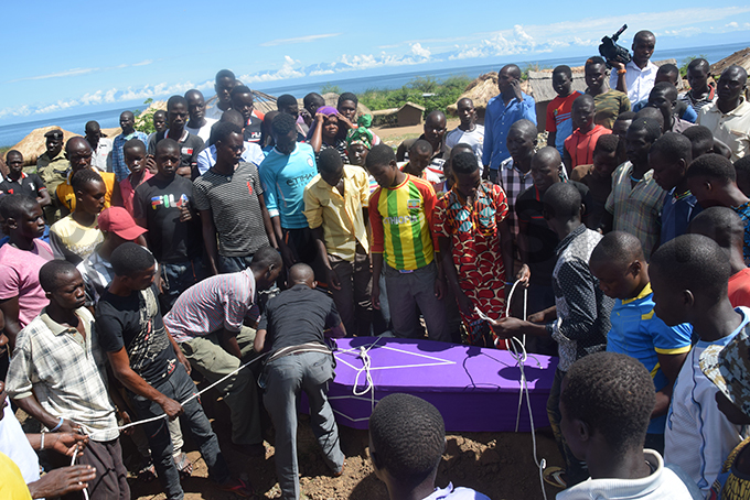 esidents lowering the remains of one of the victims of the disaster in a grave at ofo landing site in oima district hoto by smael asooha