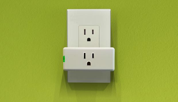 Leviton Decora Mini Plug-In Outlet (model DW15P) review: Leviton's Wi-Fi smart plug goes on a diet