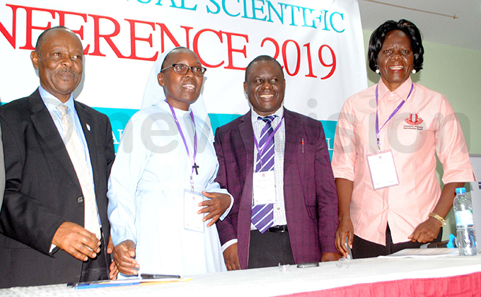 inistry of ealths r enry webesa with r r riscilla usingye akerere niversitys r eter aiswa and r melda amagembe during the ssociation of bstetricians and ynecologists 15th annual scientific conference at mperial oyale otel hoto by ary ansiime