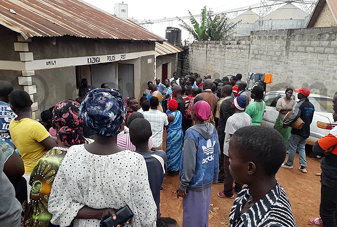 he residents camped outside azinga olice ost hoto by arvin useyeye