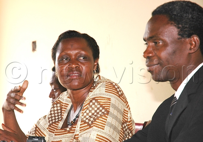 nywar with  spokesperson oterebuka amwenda during a press briefing in une 2009 ile hoto