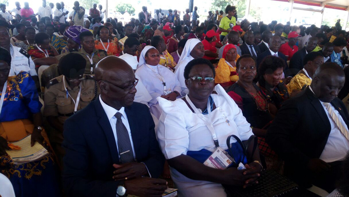 sther kara  the former president of others nion of ango iocese is slated to get medal o her left is her husband eorge kara hoto by udson punyo