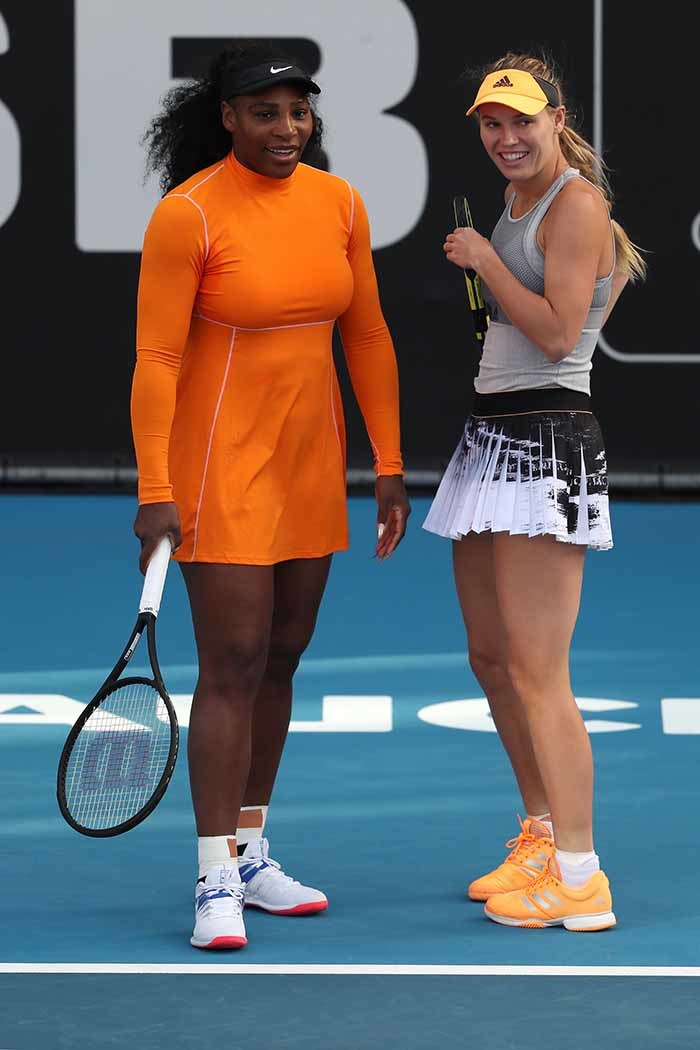 erena illiams  of the  and aroline ozniacki of enmark talk between points against ao ibino and akoto inomiya of apan during their womens doubles first round match during the uckland lassic tennis tournament in uckland on anuary 6 2020 hoto by
