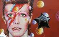 Fallen music legend Bowie finally tops chart after death