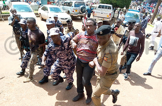 hristopher ine is dragged away by olice to the entral olice tation in ampala hot by uth akanwagi