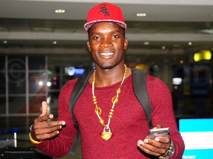 idfielder halid ucho gestures upon arrival at ntebbe irport hoto by ulius enyimba