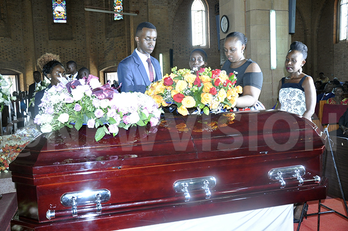 hildren of the late imothy usherure laying a wreath to the casket of their ather hoto by immy uta