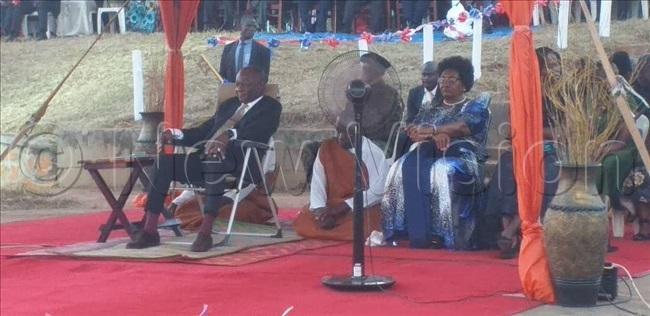 abaka seated with amasole