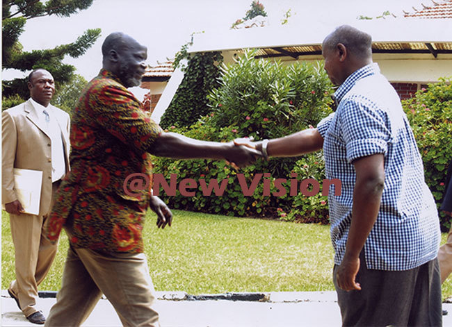 r arang on his arrival in wakitura to meet resident oweri useveni in uly 2005