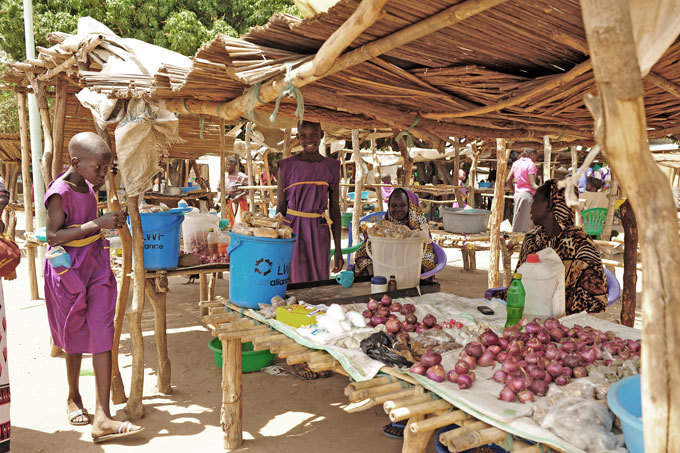 market operated by both the refugees and host community in djumani refugee camp  orthern  ganda
