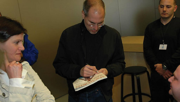 Steve Jobs-autographed copy of Macworld headed to auction