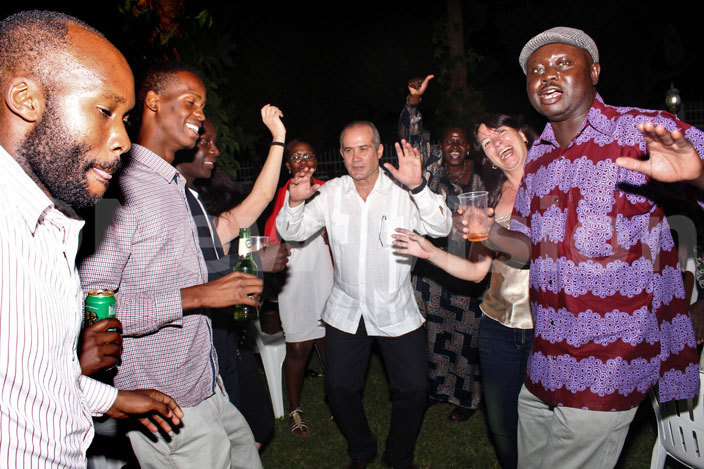ubillones  shows his guest some the uban dancing strokes during the commemorations of the 26th uly ovement 267