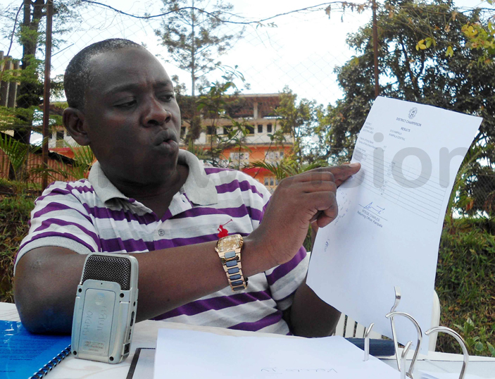 ibedi displaying the result slip for district chairpersons during the briefing hoto by gnes antambi