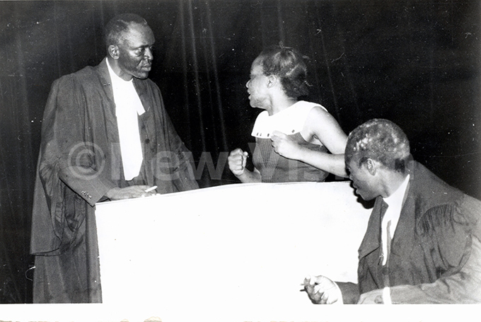 hida ita erukenya centre shouts out to defence attorney ichael awuyo left in a staged play leventh commandment hoto by alungi abuye ebruary 1995