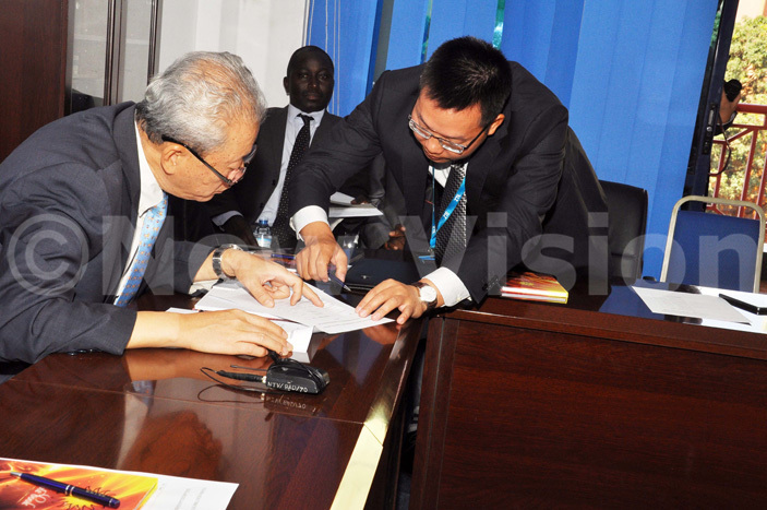 he hinese mbassador ali hao left compares notes with and   uan ongliang during the launch of high speed data infrastructure in ampala