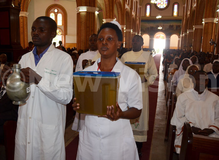 edical workers carrying the oil of the sick during the hrism mas at ubaga athedral on oly hursday