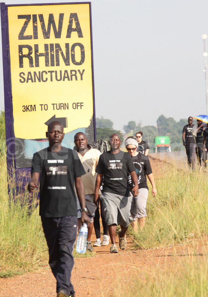 rancis kello walking fromulu withhis colleagues